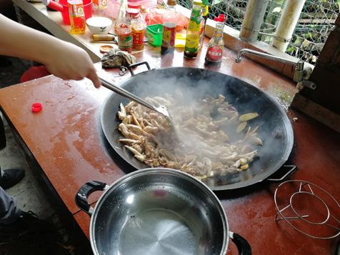 大锅炒鸡肉