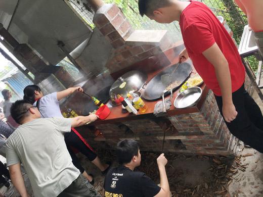 围观各队大厨秀厨艺